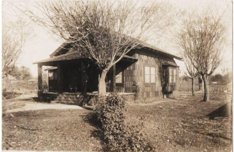 ORIGINAL PHOTOGRAPH OF A COTTAGE AND GARDEN AT 426 A ST., BAKERSFIELD, CA. Bakersfield California.