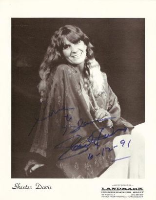 SIGNED, PROFESSIONAL PHOTOGRAPH OF SKEETER DAVIS:; Country-western and Crossover Pop Star....