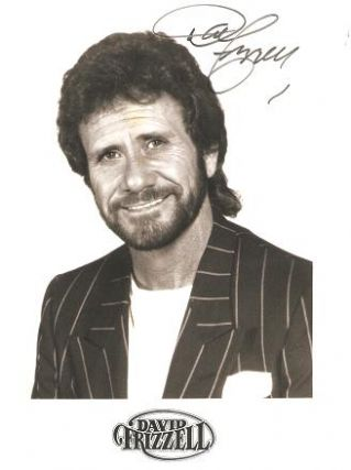 SIGNED, PROFESSIONAL PHOTOGRAPH OF COUNTRY-MUSIC STAR DAVID FRIZZELL. David Frizzell